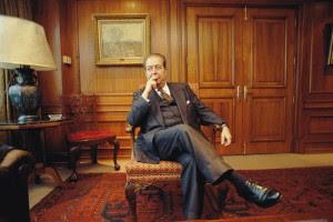 Ricardo Claro en su despacho