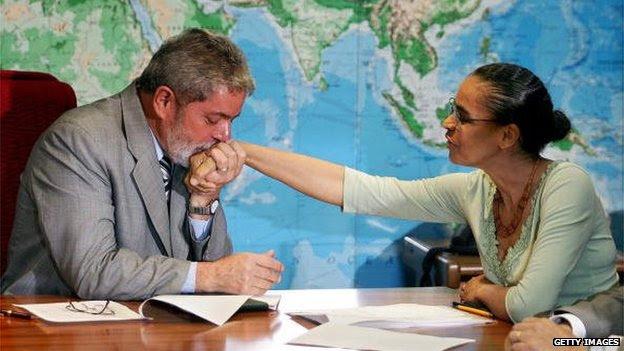 President Lula kisses the hand of Marina Silva on 13 February 2006