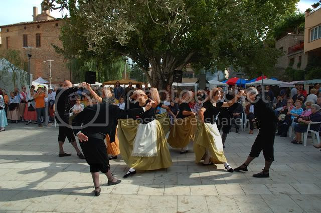 Catalan Folk Dance Troupe - Click to Enlarge