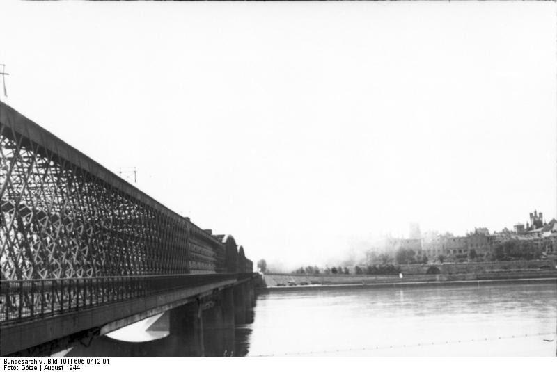 File:Bundesarchiv Bild 101I-695-0412-01, Warschauer Aufstand, Weichselbrücke.jpg
