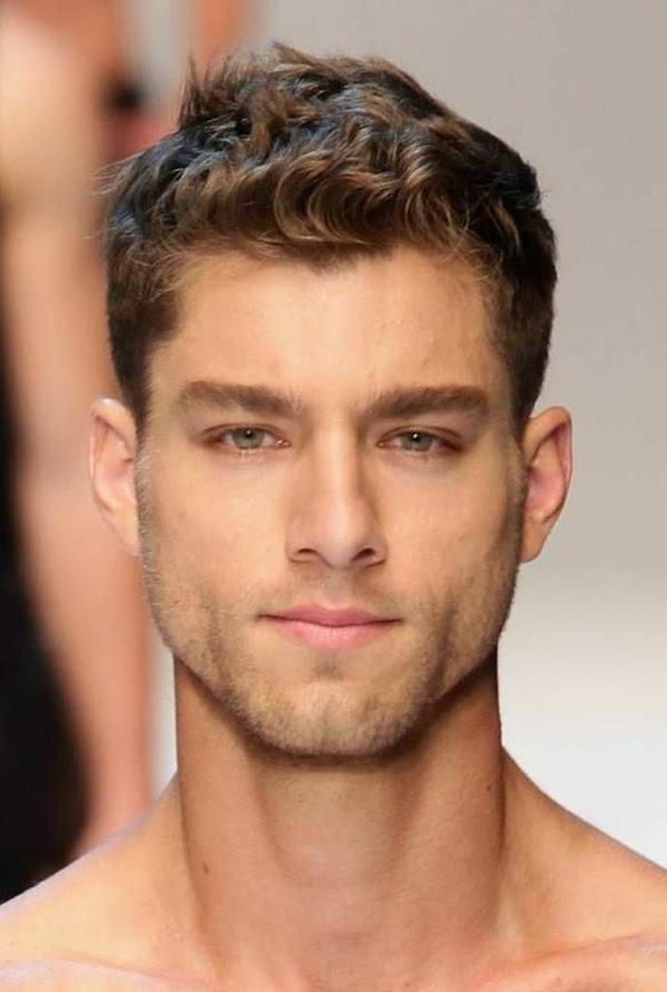 Frisuren Eckiges Gesicht Hohe Stirn Mann Mittellange Haare