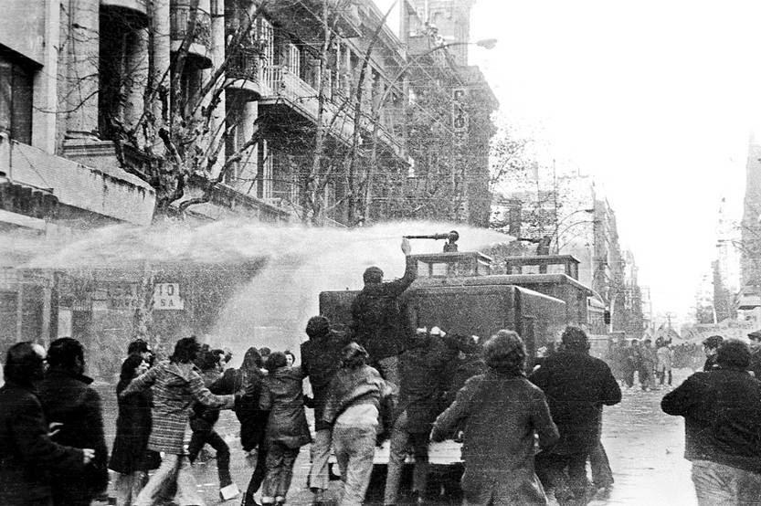 Protestas durante la huelga general que sucedió al golpe de Estado. (archivo, 1973)