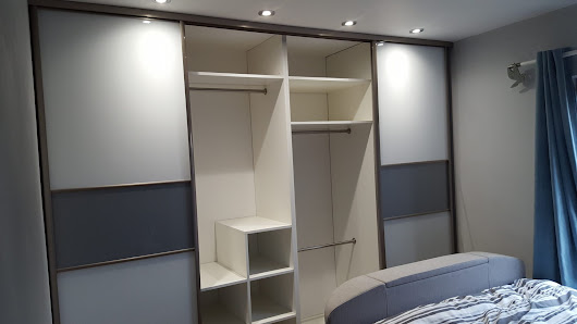 High gloss fitted sliding wardrobe Halifax • JS DECO Bespoke Furniture