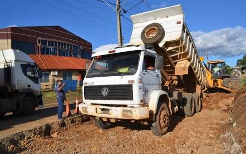 Pinhão - Prefeitura segue executando Operação Tapa Buracos na cidade