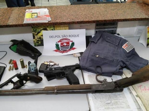 Armas e munições também foram apreendidas nos endereços (Foto: Polícia Civil/Divulgação)