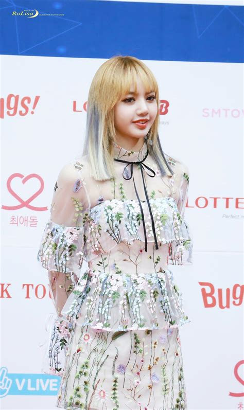 baju tembus pandang artis korea  justru tuai pujian viva