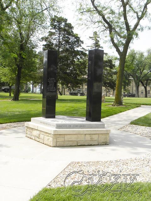 DSCN1574 Monument