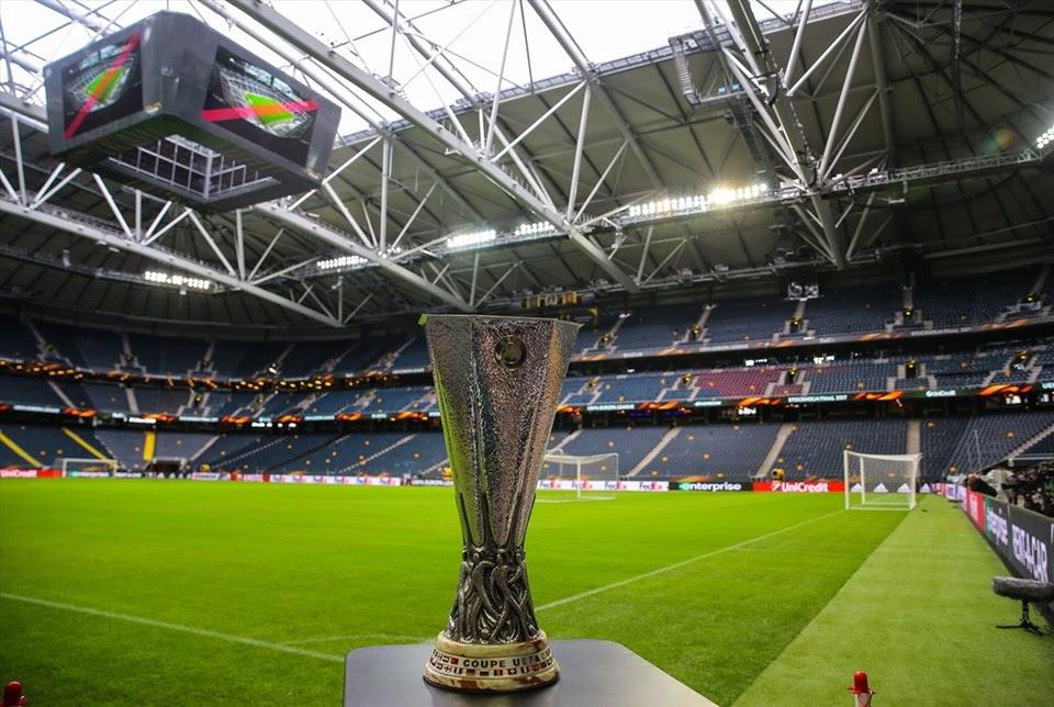 UEFA Avrupa Ligi finalinde Ajax ile Manchester United maçı öncesi, UEFA Kupası Friends Arena'ya getirildi.