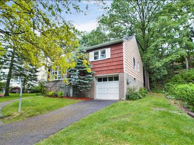 9 Greenvale Place, Scarsdale, NY, USA, 10583 listed by Inga MODU-RELLA - Scarsdale  | Real Estate - RESAAS