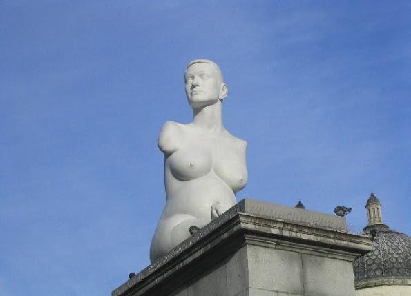 """Artista britânico Marc Quinn fez uma escultura em sua homenagem, intitulada """"Alison Lapper Grávida""""."""