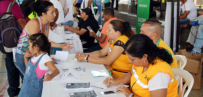 Alcaldía abre Feria de Servicios en la plazoleta del CAM, con oferta educativa del Sena