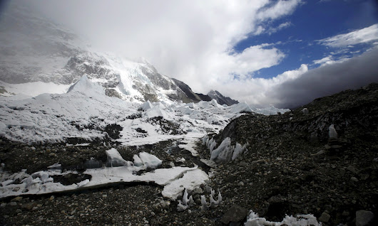Deadly Everest avalanche triggered by Nepal earthquake | World news | The Guardian