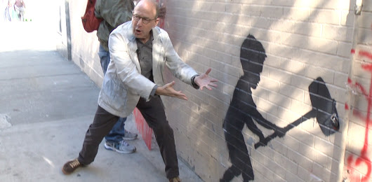 Watch Jerry Saltz Hold an Impromptu Art Class at Banksy's Latest