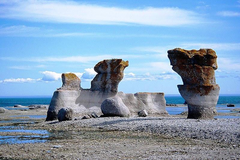 File:Monolithes Mingan.jpg