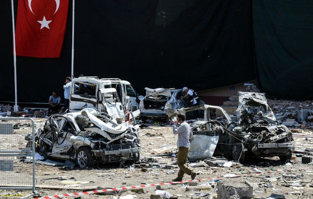 Two Car Bombs Kill At Least 7 And Wound Hundreds In Southeast Turkey