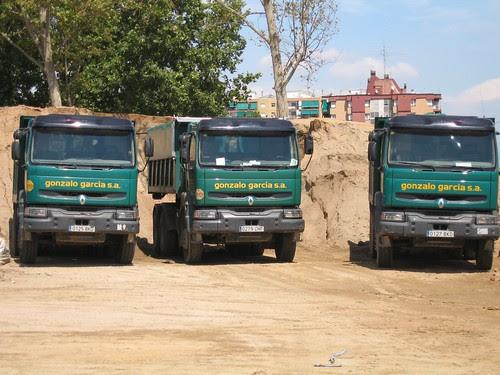 Camions Renault Kerax amb bolquet de l'empresa GONZALO GARCÍA SA