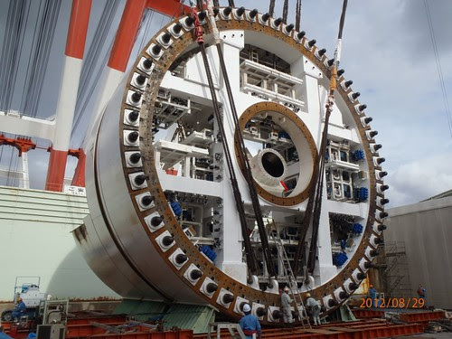 Now we're getting somewhere – The SR 99 tunnel boring machine stands tall