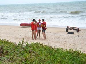 Corpo de Bombeiros foi acionado para realizar busca por tripulantes desaparecidos na Paraíba após barco explodir no mar (Foto: Walter Paparazzo/G1)