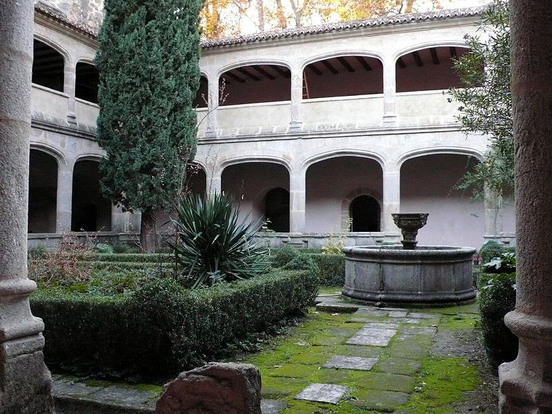 El Claustro Gótico (s. XV).jpg
