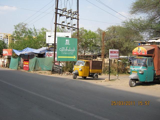 Turn here for DSK Gandhakosh Baner Pune & Runwal Swaranjali in / near Prathamesh Park, off Balewadi Phata, Baner Pune