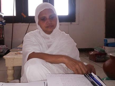 गाड़ी, बंगला और 5 करोड़ छोड़ साध्वी बन दे रहीं जैन धर्म की शिक्षा