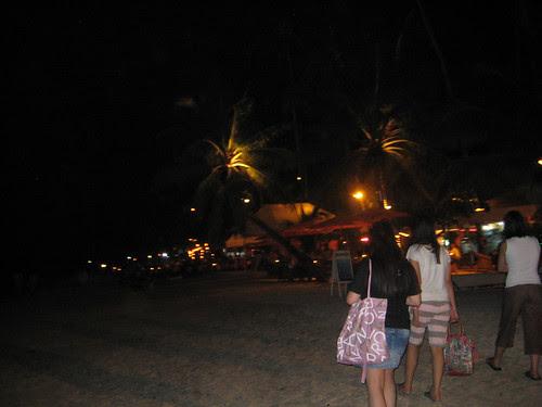 A stroll along Alona Beach