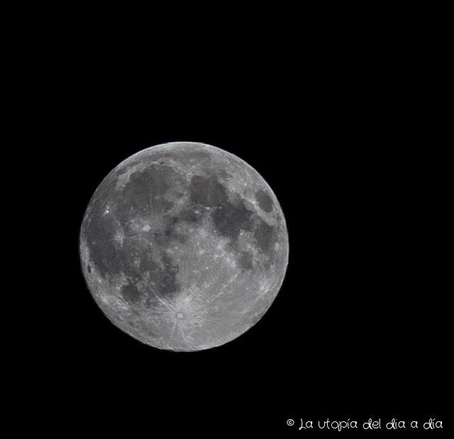 Luna utópica en la noche de San Juan