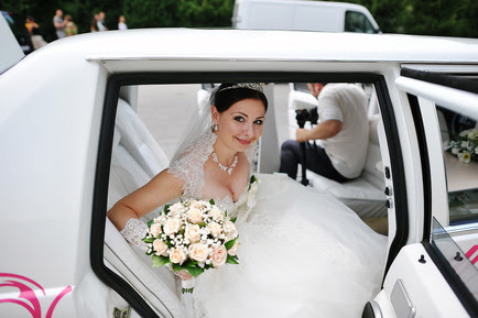 Wedding Limos Coquitlam. Reserve your wedding limousine today.