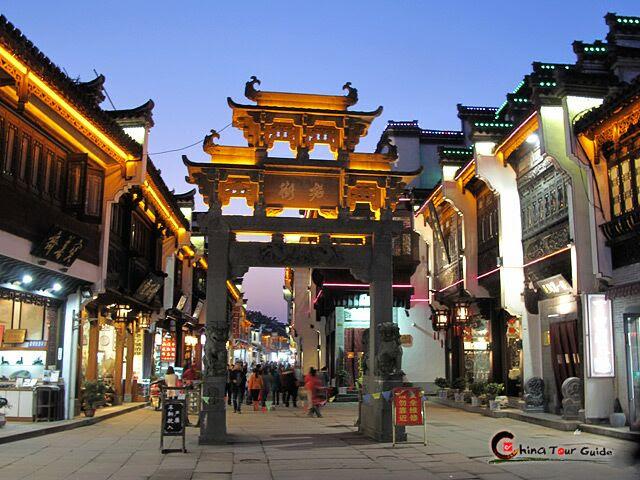 Resultado de imagem para Tunxi Ancient Street, em Huangshan