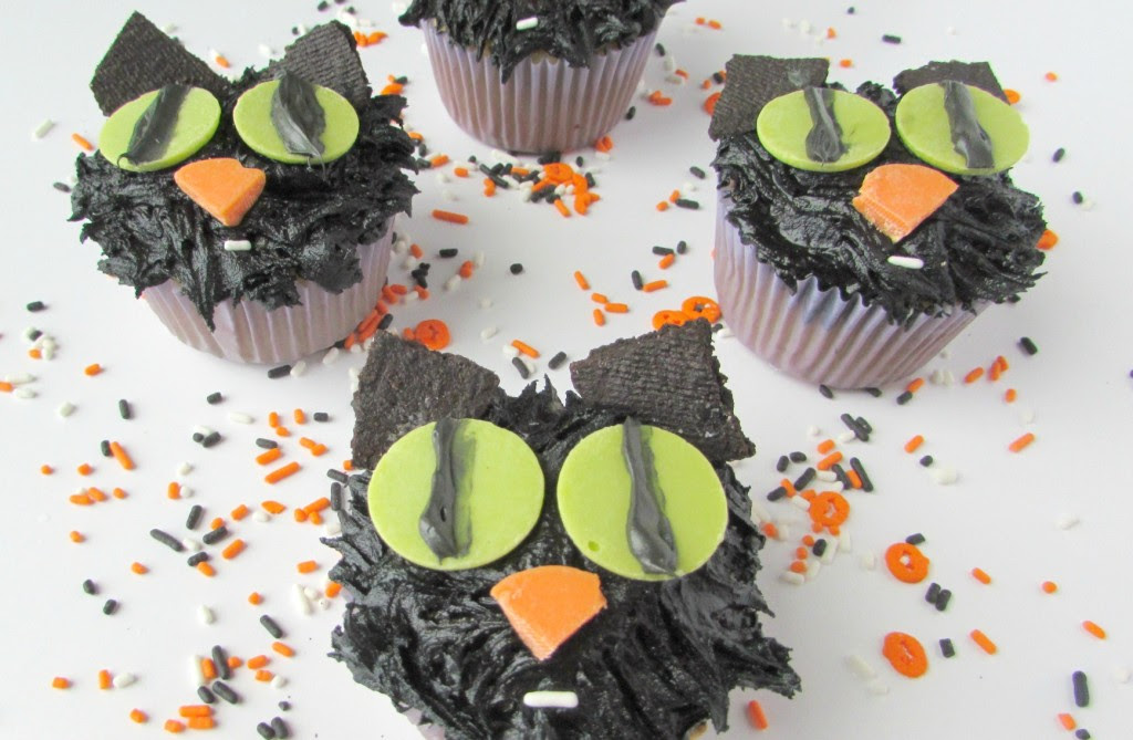 Creepy black cat cupcakes for Halloween - Val Event Gal