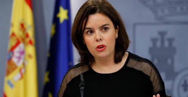 La vicepresidenta del Gobierno, Soraya Sáenz de Santamaría, durante la rueda de prensa que ha ofrecido tras la reunión del Consejo de Ministros. EFE/Mariscal