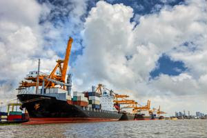 Labor workers concern about port automation technology