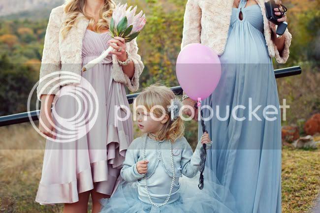 http://i892.photobucket.com/albums/ac125/lovemademedoit/PARRY_Ceremony_247.jpg?t=1319741520