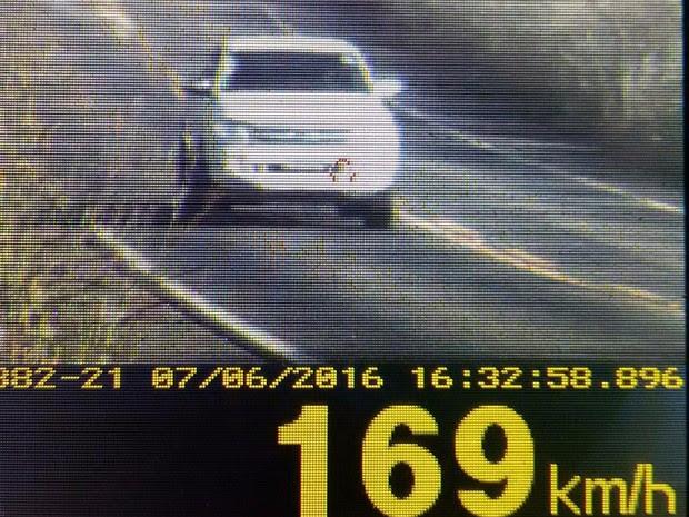 PRF flagra caminhonete trafegando a mais de 169 km/h na BR-010, no MA (Foto: Divulgação/PRF-MA)