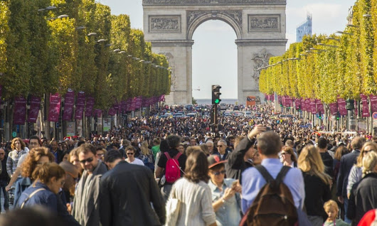 Paris bans cars for the day – video