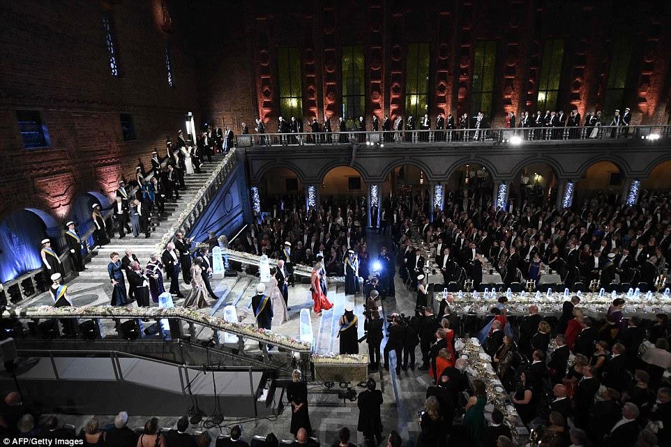 Os convidados e os vencedores do Prêmio Nobel 2017 chegam ao Banquete Nobel de 2017 para os laureados em Medicina, Química, Física, Literatura e Economia em Estocolmo