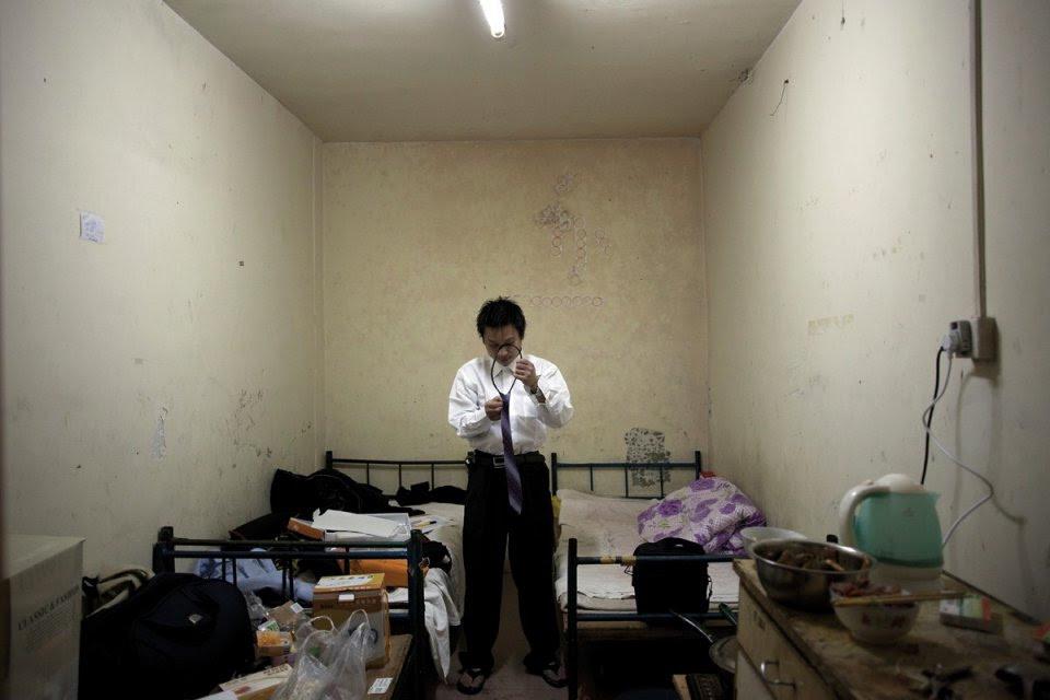 Οι υπόγειοι του Πεκίνου Η φούσκα των ακινήτων έσκασε και στέλνει τους κατοίκους κάτω από τη γη.