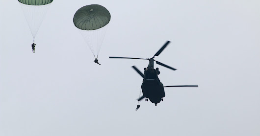 Canadian CH-147s Conduct First Airborne Training With US