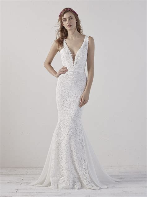 Mermaid wedding dress with a sensual V neckline ELADIA