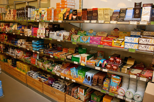 Organic candies, bars, biscuits and other sweet treats!