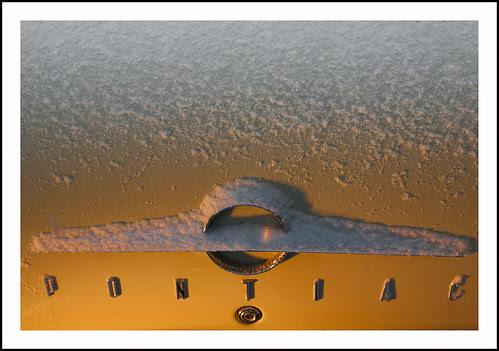 Pontiac in sneeuw (2) by hans van egdom