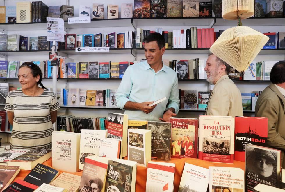 El secretario general del PSOE, Pedro Sánchez, en la Feria del Libro.