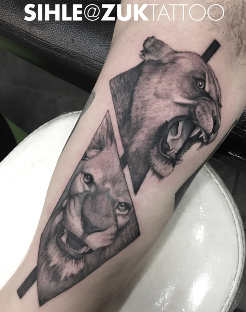 Tatuaje Estilo Collage Con Un León Y Una Leona