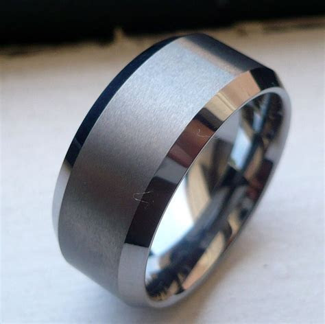 10MM TUNGSTEN CARBIDE WITH BRUSHED IN MIDDLE MAN'S WEDDING