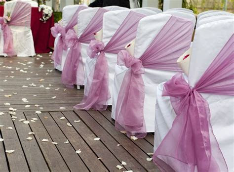tulle down the center aisle with ribbon and raffia to