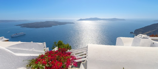 15 reasons to welcome May at the best boutique hotels in Greece