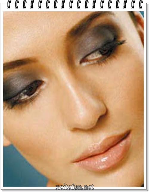 how to do smokey eye makeup. gold smokey eye makeup. gold