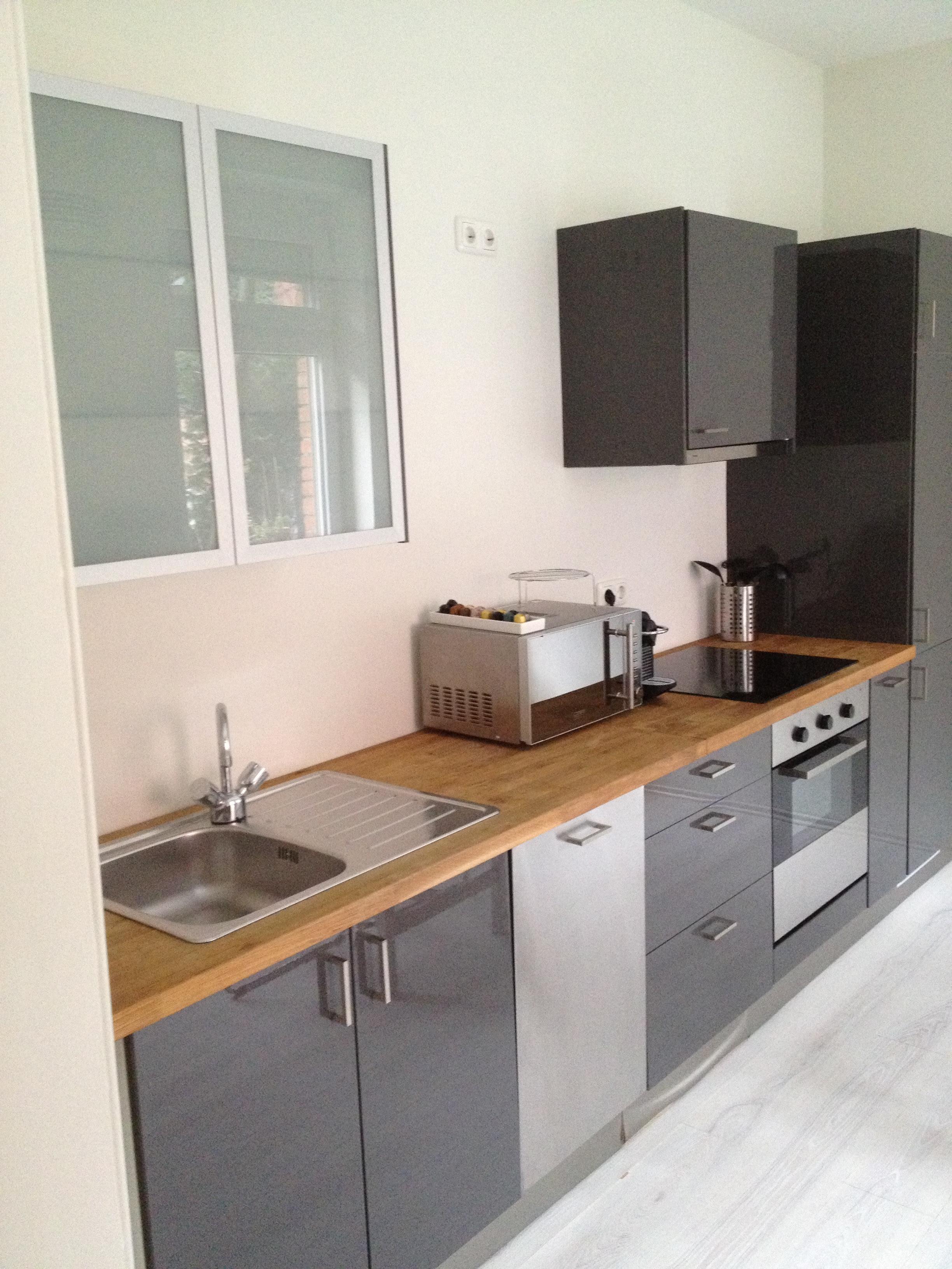 Modern Kitchen CabiHardware Placement