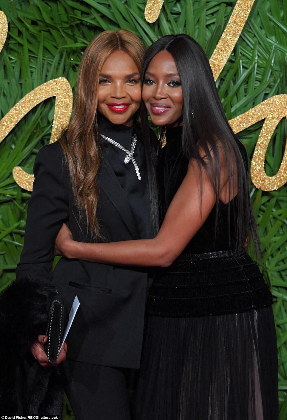 Ótimo momento: Naomi Campbell fez uma aparência rara com a mãe Valerie Morris no evento estrela-studded