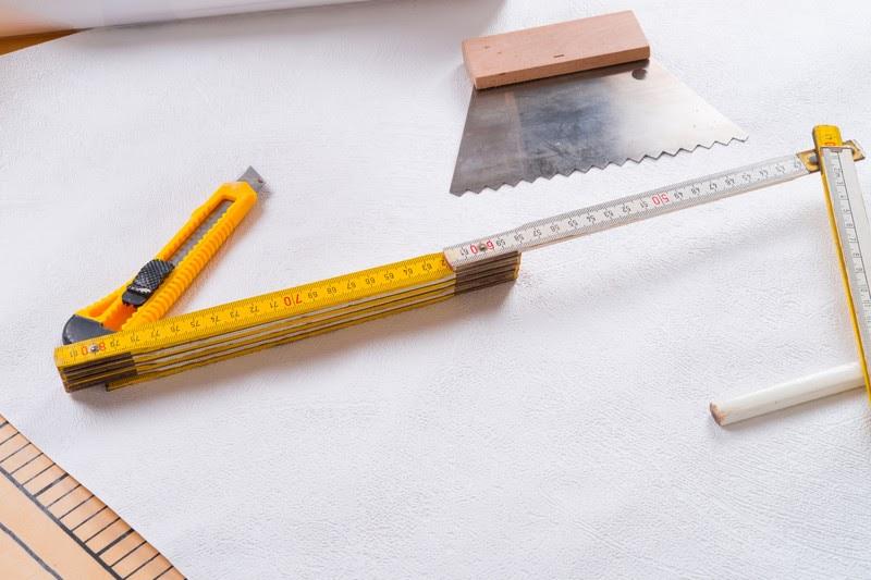 hochwertige baustoffe decke tapezieren lassen kosten. Black Bedroom Furniture Sets. Home Design Ideas